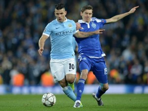 Dynamo Kiev's Ukrainian midfielder Denys Garmash (R) fouls Manchester City's Argentinian striker Sergio Aguero during a UEFA Champions League last 16, second leg football match between Manchester City and Dynamo Kiev at the Etihad Stadium in Manchester, north west England, on March 15, 2016. / AFP / OLI SCARFF